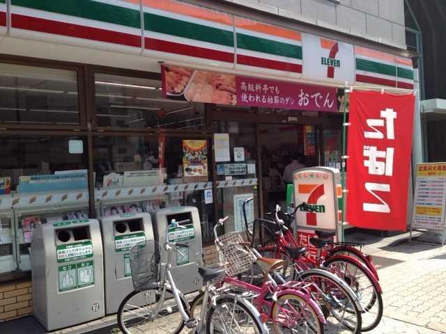 日本一カップラーメンの種類が多いコンビニの店外の写真