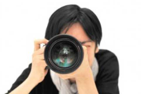 カメラを構えてる男性の写真(拡大)