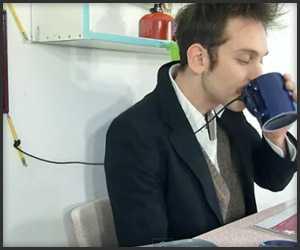 【動画】とぉーーーっても回りくどい新聞めくり装置が面白いw