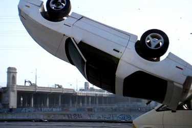 【動画】本 当 に 免 許 持 っ て ま す ? 下手すぎる運転映像集