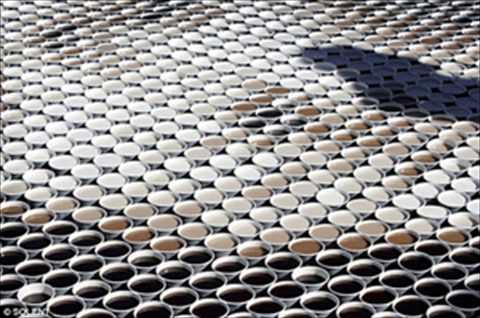 【アート】3604杯のコーヒーで描かれたモナリザが話題