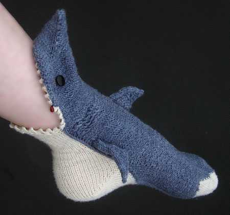 サメにガブッーーー!!と噛まれている気分になれる靴下がカワイイw