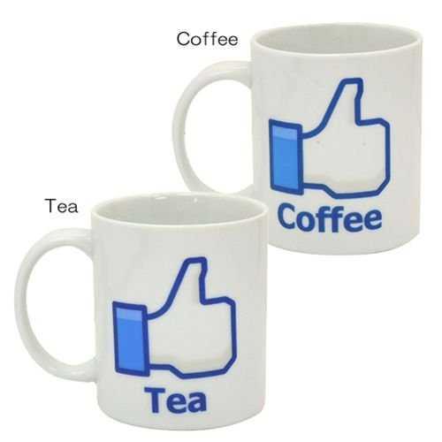 「Coffee」と書いているマグカップと「Tea」と書いているマグカップ