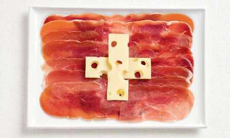 ご当地の食べ物で作った国旗「スイス」