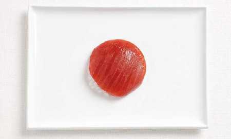 ご当地の食べ物で作った国旗「日本」