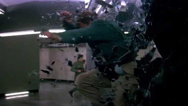 【動画】ちょーキモチイイ!!「窓ガラスをブチ壊すシーン」を集めたムービー「Smashing Movie Moments」