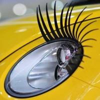 車もお化粧する時代がきた!車用つけまつ毛