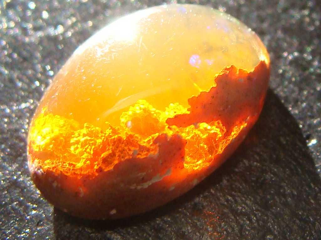 【まとめ】「夕陽を閉じ込めた石」+心を奪われるほどの美しい宝石の写真10点