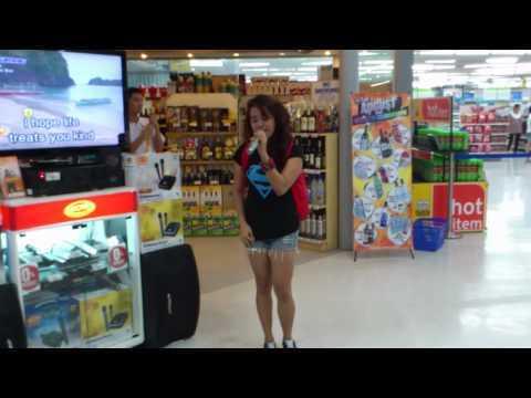 ショッピングモールのカラオケマシーンで歌うレベルじゃねーぞwww上手すぎる素人の「オールウェイズ・ラヴ・ユー」
