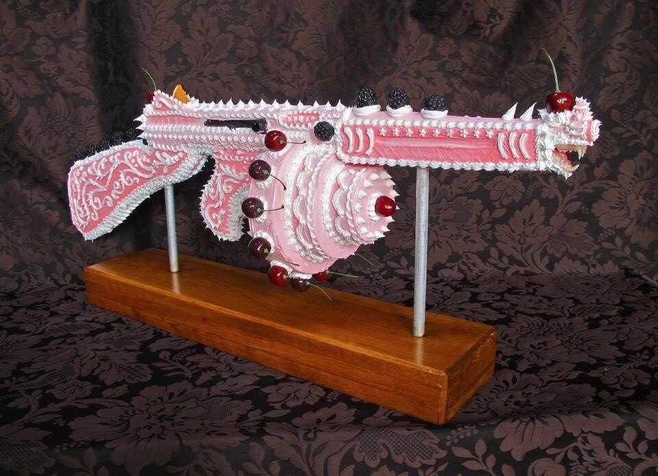 Twitterで話題の「ケーキで出来た銃」の詳細が知りたい!とのことで調べてみた