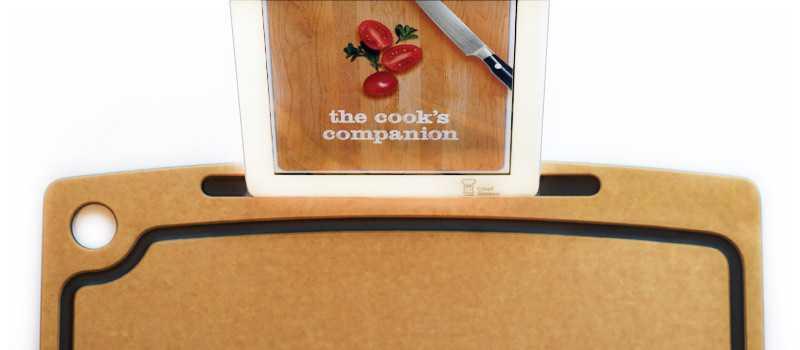 【ガジェット】レシピを見ながら野菜が切れる!iPadを装着できるまな板「Cutting Board with iPad Stand」