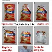 【これは便利】道具なしでお菓子の袋を閉じる方法