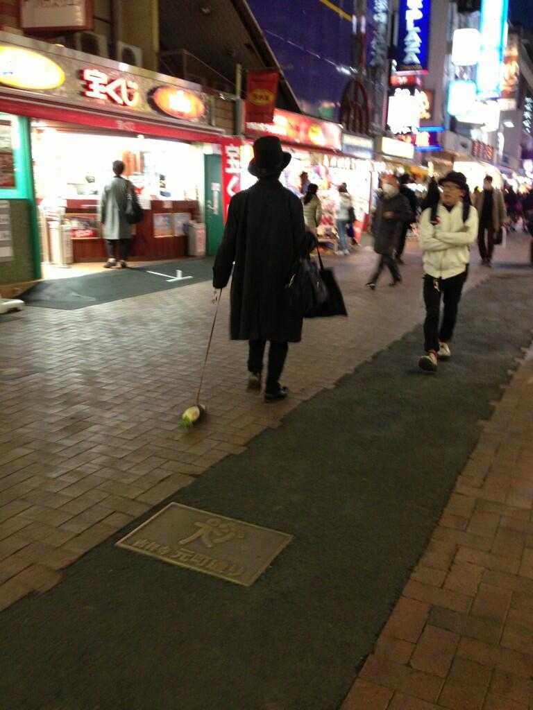 【JR吉祥寺付近】Twitterで「大根を散歩させている人」が話題