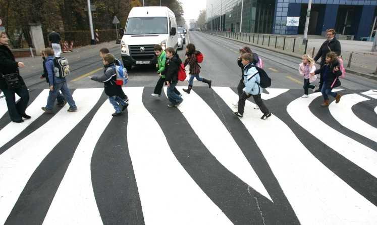 【画像】クロアチアの ザグレブ動物園のゼブラ横断歩道