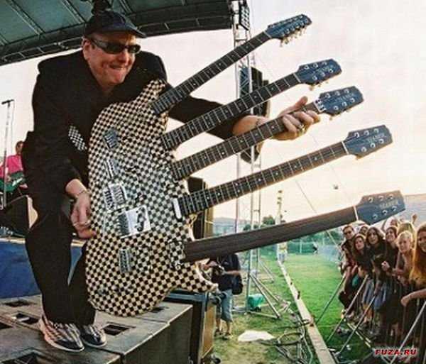 持つところ多すぎギター