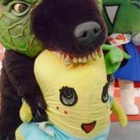 【画像】もうやめてあげて!www「メロン熊 vs ふなっしー」