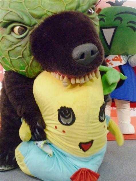【画像】メロン熊 vs ふなっしー