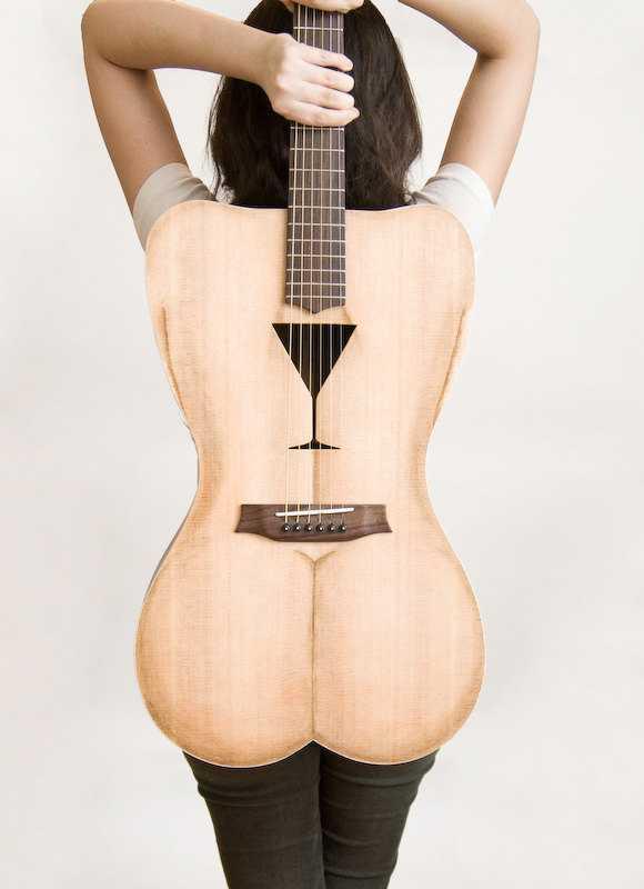 セクシー美女のお尻ギター