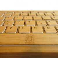 竹製の珍しいiPad用キーボード「iZen Bamboo keyboard」