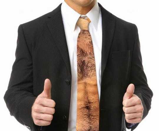 締めるだけで胸毛がモジャモジャになるネクタイ
