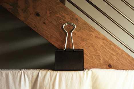 書類をパチン!と挟むあのクリップがそのままハンドバッグになりました「Clip-Bag」