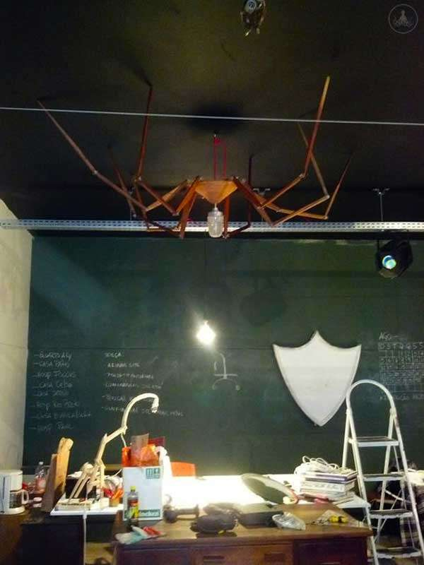 天井にも張付ける蜘蛛っぽいランプ「Spider Lamp」