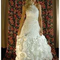 トイレットペーパーで作ったウェディングドレスが凄い
