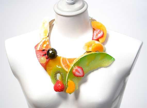 今年流行りのデコラティブデザインのネックレスかと思いきやフカヒレでした