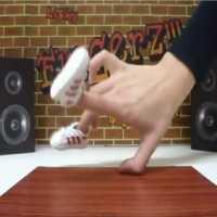 【動画】超クール!指で踊るブレイクダンス「Fingers Breakdance」