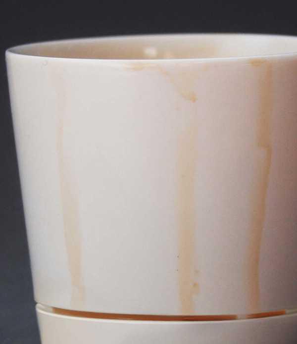 底が汚れない画期的なデザインのマグカップ