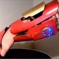 本物のレーザー照射も可能!自家製アイアンマンガントレットが凄すぎる!