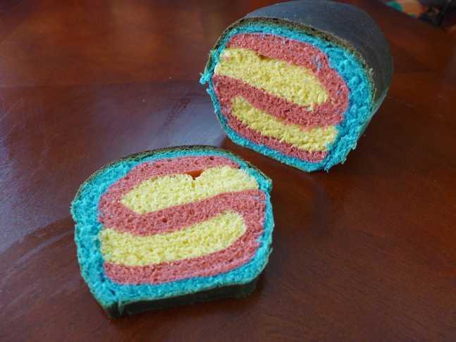 超簡単なスーパーマンのロゴみたいなパンの作り方