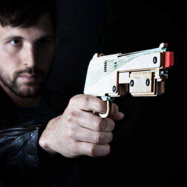 異常にカッコイイ輪ゴム銃「銀狼(シルバーウルフ)」と「ゴム銃大図鑑」