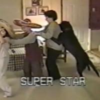 【動画】列になってダンスをしていたら突然犬が飛び入り参加!しかもちゃんと列になる奇跡w