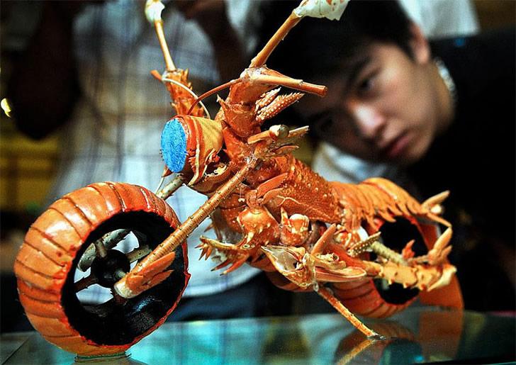 中国人シェフがエビの殻で作ったバイクが凄い