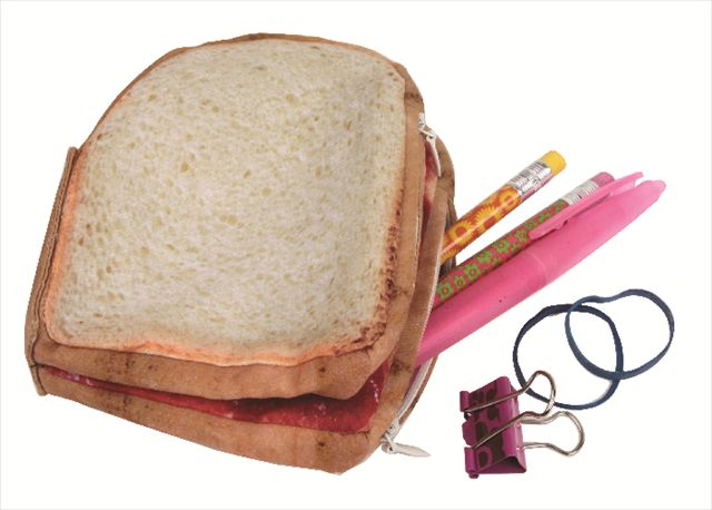 開けるとピーナッツバターとジャムがベッタリ!食パン型のポーチ「PB&J Yummypocket」