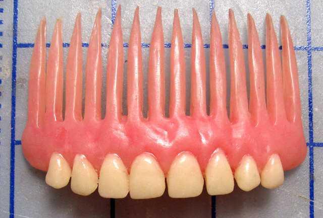 義歯で作ったブレスレット&コームがヤバすぎるwww