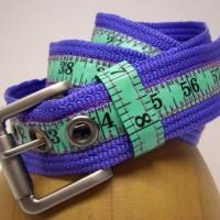 常にウェストを気にしなければいけないメジャーできたベルト「tape measure belt」