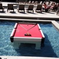 何故入れたwwwプールの中に設置できるビリヤード台「Waterproof Pool Tables」
