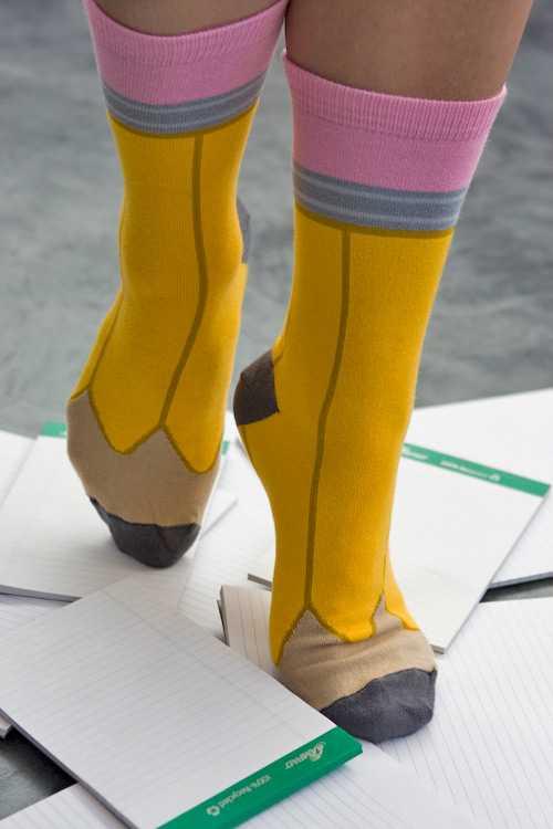 履くだけで脚が鉛筆になっちゃうニーハイソックス