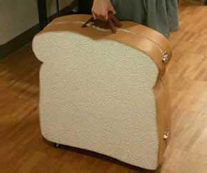 存在感が半端ないwww食パンをデカくしたようなデザインのスーツケース