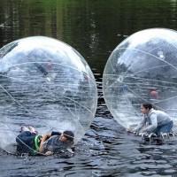 【動画あり】水の上を走れるボール「Inflatable Walk On Water Ball」が超楽しそうw