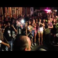 【動画】ノリが良すぎる!ロンドン警察の路上ダンスパフォーマンスが話題
