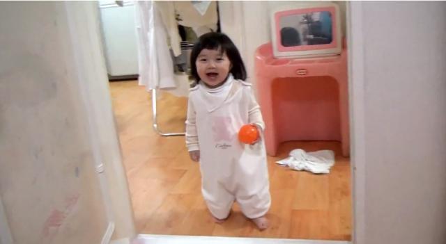 【動画】お父さんが「('A`)ヴァー」と現れると超可愛い娘が逃げる動画