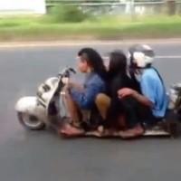 【動画】新手の暴走族!?車高が低すぎる3人乗りのベスパが凄い
