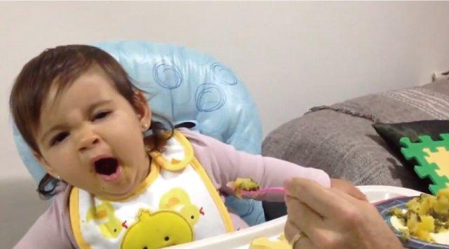 【動画】赤ちゃんの「好き嫌い」を逆手に取った華麗なトリック