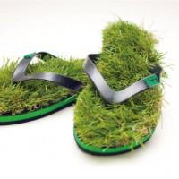 まるで芝生の上を歩いているかのような履き心地のサンダル・・・ってこれは何か違う気がw
