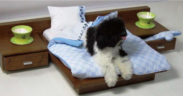 人間よりリッチなペット用の木製ベッド