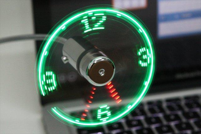 【ガジェット】USB扇風機の羽根を利用した時計「USB LED Fan Clock」