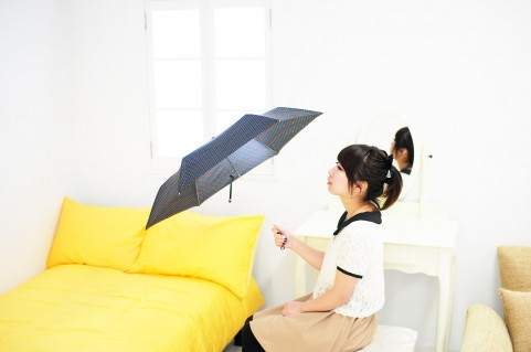 【動画】「傘を巧みに使った護身術」が実用的かつ格好良い!